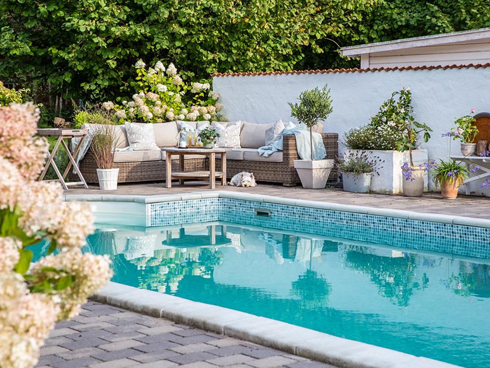 Miami Pool stensarg poolmiljö uteplats